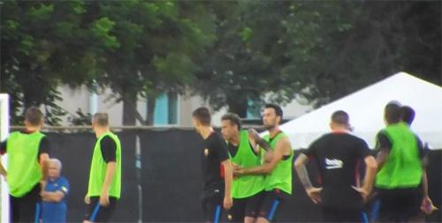 neymar-danh-nhau-voi-dong-doi-tren-san-tap-cua-barca-2