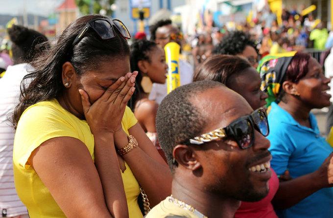 CĐV Jamaica khóc trong lần cuối Bolt thi chạy 100m