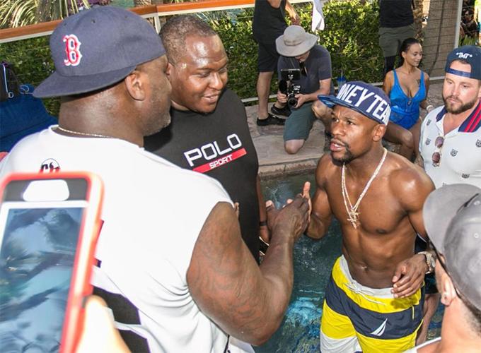 Mayweather tiệc tùng với Mike Tyson