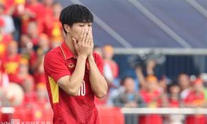 Công Phượng cúi đầu xin lỗi sau trận thua Thái Lan