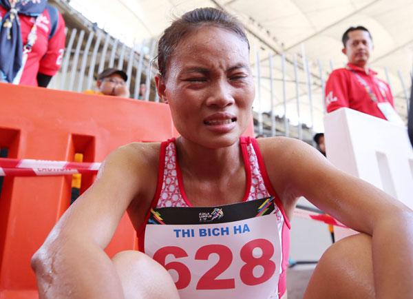 Elena Gohling Yin chạy về đích nhưng vẫn được trao HC vàng. Ảnh: Đức Đồng.