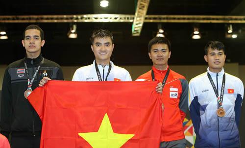 Vũ Thành An, người vinh dự cầm cờ Việt Nam trong lễ khai mạc Sea Games và xuất sắc dành huy chương vàng cho môn đấu kiếm.