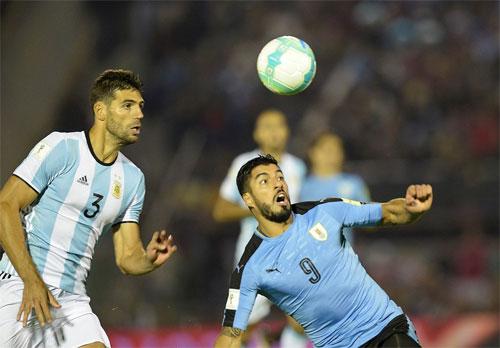 argentina-va-uruguay-cam-chan-nhau-o-vong-loai-world-cup-1