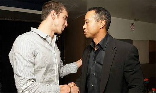 michael-phelps-giup-tiger-woods-vuot-kho-du-presidents-cup-1