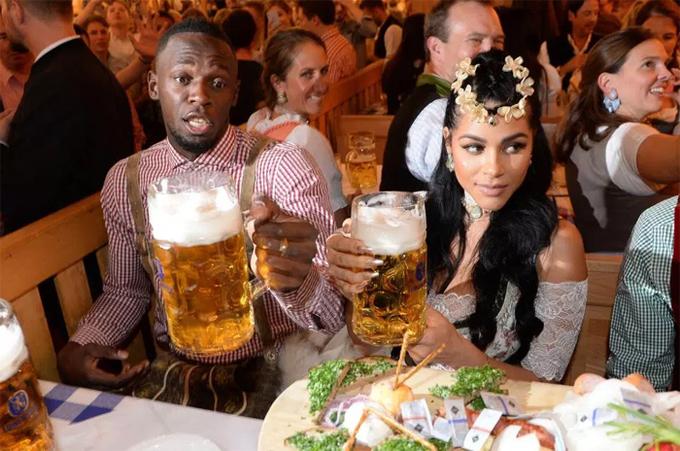 Usain Bolt cùng bạn gái dự lễ hội Oktoberfest