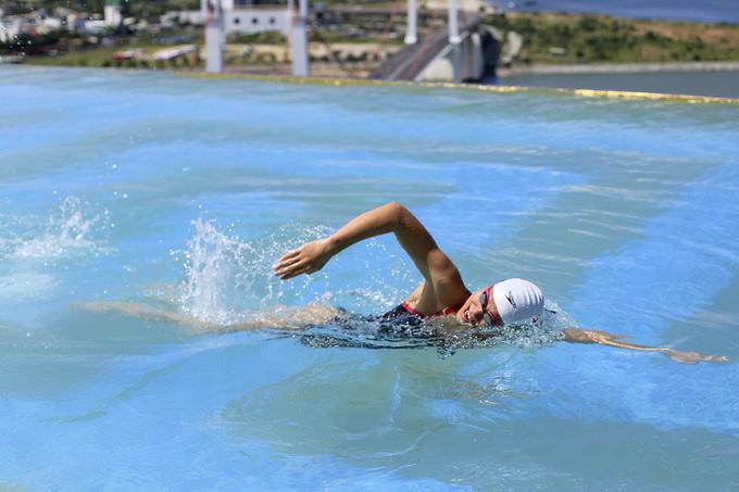 Ánh Viên bơi tại bể vô cực dát vàng cao nhất thế giới