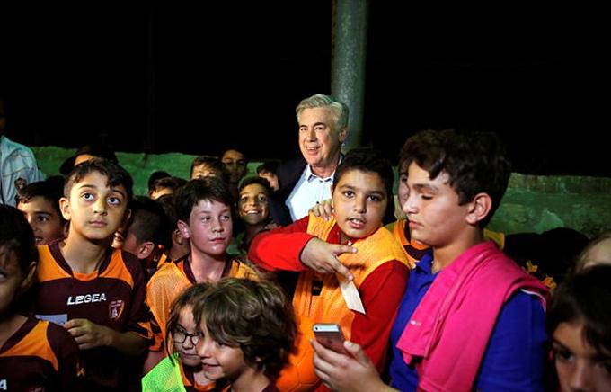 Ancelotti tới Israel huấn luyện bóng đá thiếu nhi