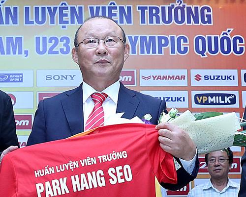 hlv-park-hang-seo-ve-nuoc-ngay-sau-khi-ky-hop-dong