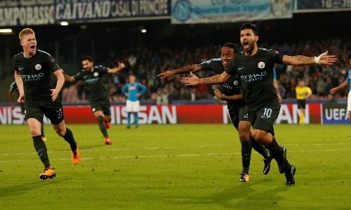 man-city-thang-nguoc-napoli-vuot-qua-vong-bang-champions-league