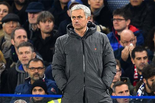 mourinho-18-doi-khac-lo-au-hon-man-utd-vi-man-city-dan-dau