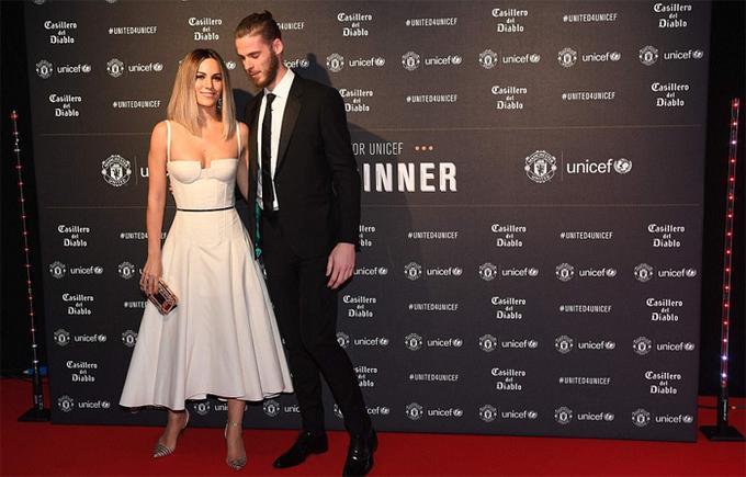 Vợ, bạn gái cầu thủ khoe sắc trong tiệc từ thiện của Man Utd