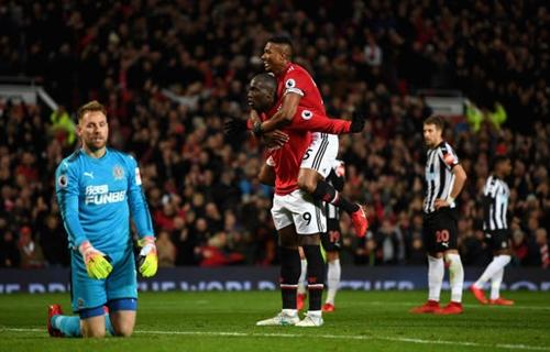 Pogba lập công và kiến tạo, Man Utd ghi bàn nhiều trở lại