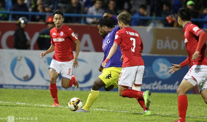 Cầu thủ Hà Nội khóc nức nở khi tuột chức vô địch V-League