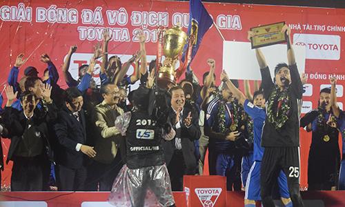 quang-nam-lan-dau-vo-dich-v-league