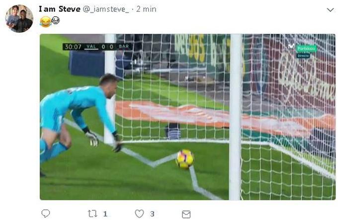'Vạch vôi được kẻ lại' sau bàn thắng hụt của Messi