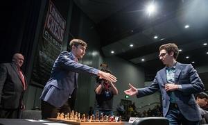 Ván cờ liều lĩnh giúp Caruana thắng Karjakin ở Siêu giải đấu London GCT
