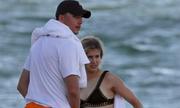 Bouchard hẹn hò trên bãi biển với người hâm mộ may mắn