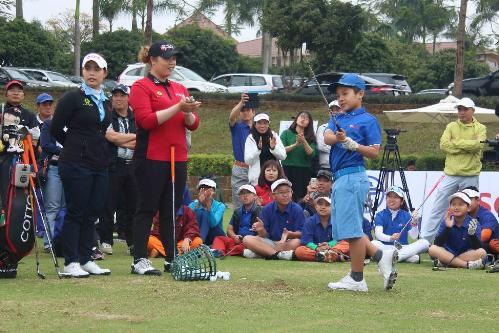 an-tuong-cua-hai-chi-em-golf-thu-thai-lan-qua-chuyen-tham-viet-nam-2
