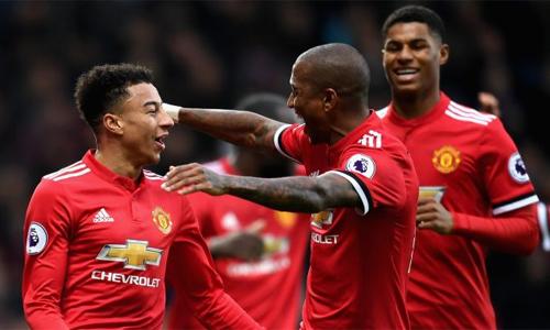 Neville thất vọng khi nhiều cầu thủ từ thời Ferguson vẫn thi đấu cho Man Utd