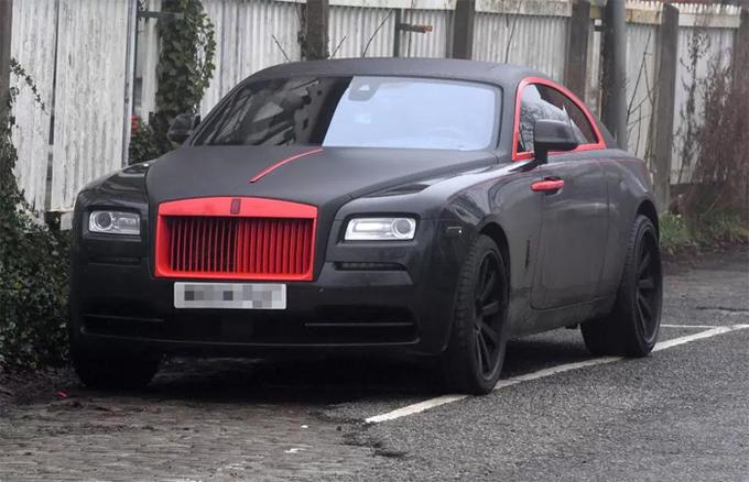 Lukaku sơn xe theo màu quần áo đấu của Man Utd