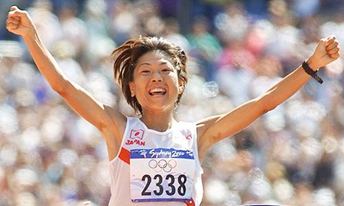 Naoko Takahashi đoạt HC vàng Olympic 2000 và phá kỷ lục đại hội.