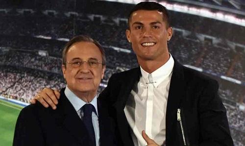 Lương của Ronaldo đang kém xa Messi và Neymar. Ảnh: EFE.
