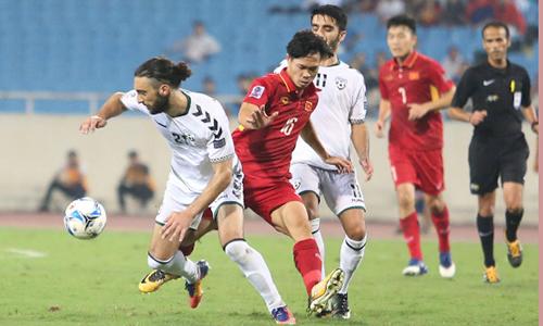 Trận hoà 0-0 trước Afghanistan giúp tuyển Việt Nam bất bại trong năm 2017 và nhảy vọt 13 bậc để lên ngôi số một Đông Nam Á theo cách tính điểm của FIFA. Ảnh: Lâm Thoả.