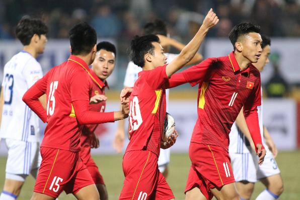 Văn Toàn mở màn cho hiệp hai ấn tượng của U23 Việt Nam. Ảnh: Lâm Thỏa.