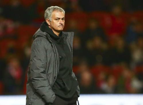 Mourinho trầm tư khi chứng kiến Man Utd bị đánh bại vào phút cuối. Ảnh:AFP.
