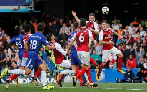 Arsenal và Chelsea sẽ căng sức cho Cup liên đoàn khi thất thế ở Ngoại hạng Anh. Ảnh:Reuters.