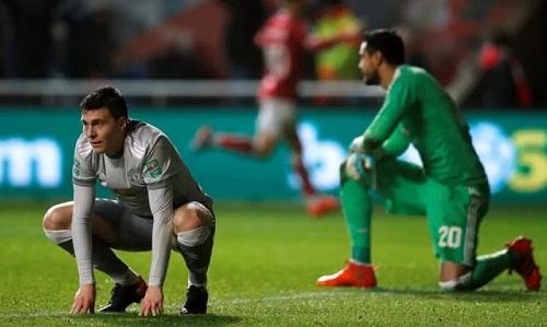 Man Utd từng nhiều lần gặp vấn đề về di chuyển. Ảnh: Reuters.