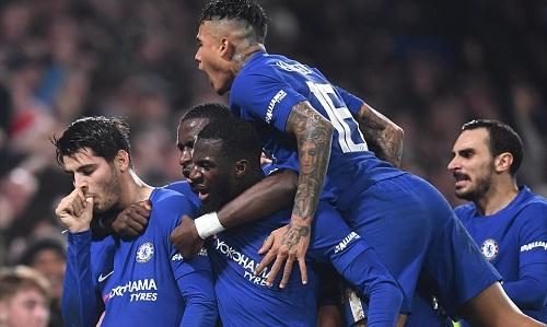 Bàn thắng ở thời gian bù giờ của Morata đưa Chelsea vào bán kết. Ảnh: Daily Mail.