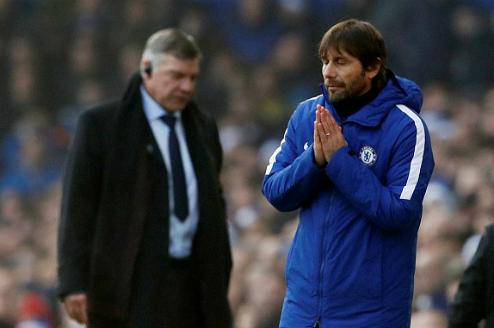 Conte bất lực trước đồng nghiệp Sam Allardyce. Ảnh:Reuters.