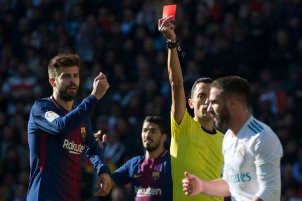Thẻ đỏ của Carvajal khiến Real không thể gượng dậy. Ảnh: PA.