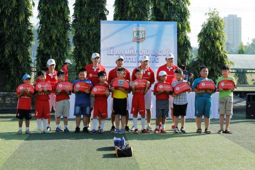 Lotte Kids FC chiêu mộ 72 cầu thủ nhí - 1