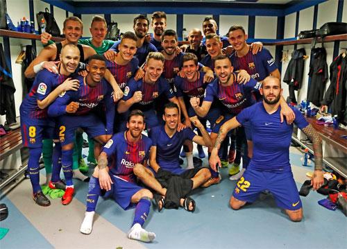 Các cầu thủ Barca mừng chiến thắng 3-0.