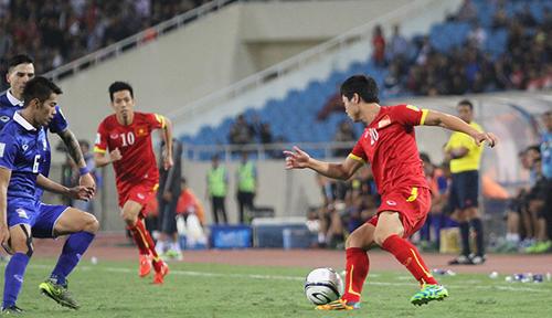 Sarach Yooyen (số 6) cùng lứa Công Phượng, Tuấn Anh, Xuân Trường... Anh từng cùng Thái Lan thắng Việt Nam ở cả SEA Games, vòng loại World Cup lẫn AFF Cup. Ảnh: Lâm Thỏa.