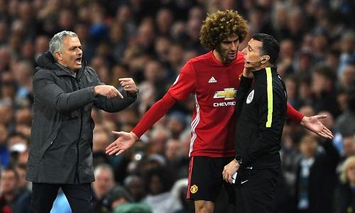 Fellaini tính đường rời Old Trafford. Ảnh: AFP.