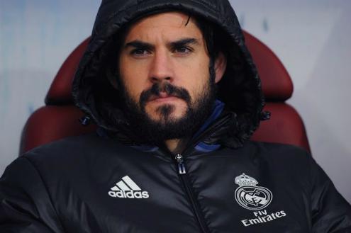 Khuôn mặt thất vọng của Isco khi phải ngồi ngoài trận đấu lớn như El Clasico. Ảnh:AFP.