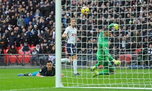 Kane khiến hàng thủ Southampton có một ngày Lễ tặng quà ác mộng. Ảnh: SM.