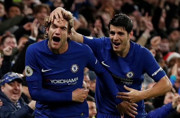Bộ đôi Alonso và Morata mang về niềm vui cho Chelsea trong ngày lễ tặng quà. Ảnh:Reuters.