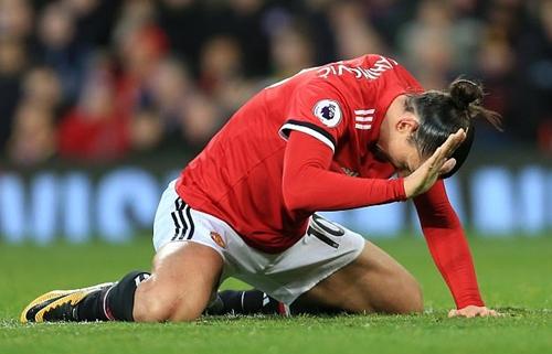 Ibrahimovic không thể hiện được nhiều trước Burnley tối 26/12. Ảnh: Offside.