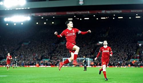 Coutinho là người mở điểm cho Liverpool bằng một siêu phẩm. Ảnh: Reuters.
