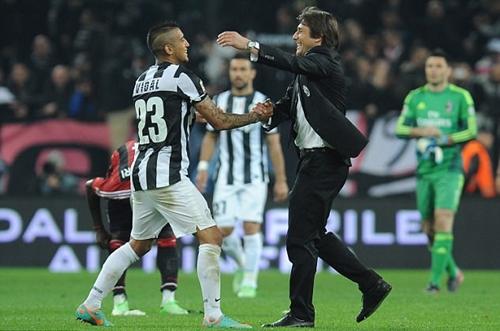 Conte từng có ba năm làm việc với Vidal tại Juventus. Ảnh: Reuters.