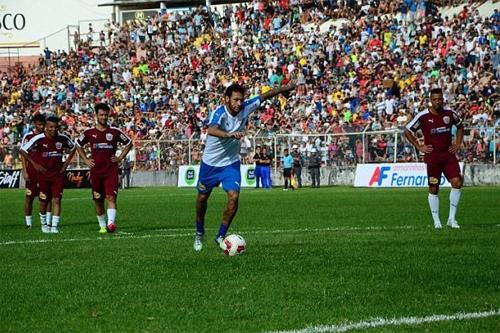 Neymar dành thời gian về quê hương đấu giao hữu quyên góp từ thiện. Ảnh: DS