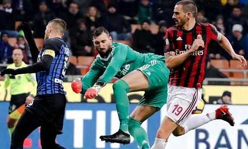 AntonioDonnarumma, trong lần đầu tiên ra sân, có những pha cứu thua quan trọng cho Milan. Ảnh: AP.