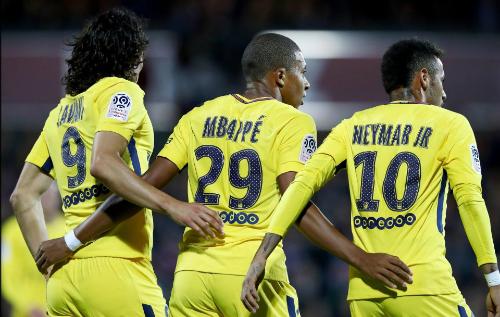 Bộ ba Cavani - Mbappe - Neymar đang khuynh đảo nước Pháp. Ảnh: AFP.