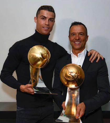 Ronaldo và Jorge Mendes cùng nhận giải tại Globe Soccer Awards. Ảnh:Instagram.