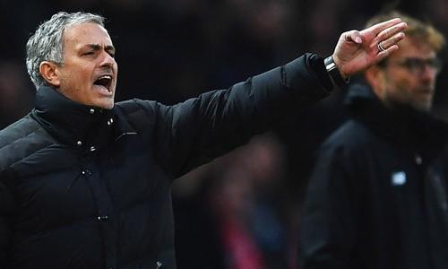 Mourinho cho rằng việc bạo chi muacầu thủ không phải là lỗi của các đội bóng. Ảnh: Reuters.