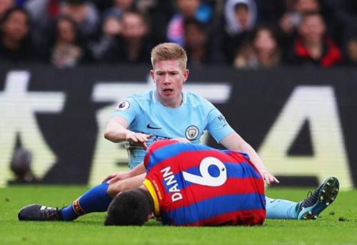 De Bruyne chơi không tốt do thiếu đối tác ăn ý David Silva. Ảnh: Reuters.